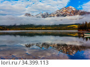 The morning mist rises beautifully. Fabulously beautiful Pyramid Lake... Стоковое фото, фотограф Zoonar.com/kavram / easy Fotostock / Фотобанк Лори