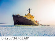 Great icebreaker. Dim winter morning in Lapland. Excursion to the... Стоковое фото, фотограф Zoonar.com/kavram / easy Fotostock / Фотобанк Лори