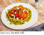 Italian spinach tagliatelle pasta with tomato sauce. Стоковое фото, фотограф Яков Филимонов / Фотобанк Лори