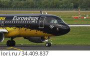 Airplane taxiing before departure (2017 год). Редакционное видео, видеограф Игорь Жоров / Фотобанк Лори