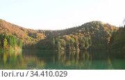 Autumn Plitvice Lakes. Стоковое видео, видеограф Сергей Петерман / Фотобанк Лори