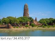 Вид на руины древнего буддистского храма Wat Phra Ram солнечным днем. Аюттхая, Таиланд (2017 год). Стоковое фото, фотограф Виктор Карасев / Фотобанк Лори