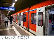 Germany, Frankfurt am Main - S-Bahn station underground (2020 год). Редакционное фото, агентство Caro Photoagency / Фотобанк Лори