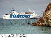 Vulcano, Sicily, Italy - Ferries and sailing yachts, Aeolian Islands (2018 год). Редакционное фото, агентство Caro Photoagency / Фотобанк Лори