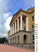 Royal Palace in Oslo (19th century). Official residence of present Norwegian monarch. Summer (2016 год). Редакционное фото, фотограф Валерия Попова / Фотобанк Лори