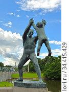 Bronze sculptures in Vigeland Park. Father and son. Oslo (2016 год). Редакционное фото, фотограф Валерия Попова / Фотобанк Лори