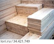Стопки деревянных щитов различных размеров. Стоковое фото, фотограф Вячеслав Палес / Фотобанк Лори