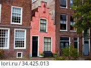 Kleines Haus in Leiden, Niederlande. Стоковое фото, фотограф Zoonar.com/Robert Kneschke / age Fotostock / Фотобанк Лори