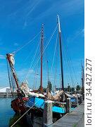 Segelschiffe in Stavoren. IJsselmeer, Niederlande. Стоковое фото, фотограф Zoonar.com/Gabriele Sitnik-Schmach / easy Fotostock / Фотобанк Лори