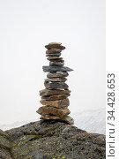 Zen-Steine auf weißem Hintergrund. Стоковое фото, фотограф Zoonar.com/Bernd Juergens / easy Fotostock / Фотобанк Лори