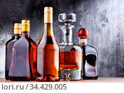 Composition with carafe and bottles of assorted alcoholic beverages. Стоковое фото, фотограф Zoonar.com/monticello / easy Fotostock / Фотобанк Лори