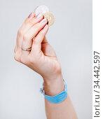 Female hand holding Tunisian coins money, grey background. Стоковое фото, фотограф Кекяляйнен Андрей / Фотобанк Лори