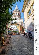 The view to Galata Tower from the neighbooh old street. Istanbul.Turkey (2016 год). Редакционное фото, фотограф Serg Zastavkin / Фотобанк Лори