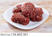 Cooking minced meatballs in the kitchen. Стоковое фото, фотограф Яков Филимонов / Фотобанк Лори