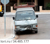 Busted bumper on front end of a modern van - Greece. Стоковое фото, фотограф Zoonar.com/Micha Klootwijk / age Fotostock / Фотобанк Лори