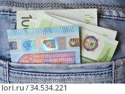 Пачка евро в кармане джинсов, деньги на карманные расходы. Стоковое фото, фотограф александр афанасьев / Фотобанк Лори