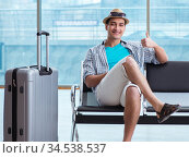 Young man travelling for his summer beach vacation. Стоковое фото, фотограф Elnur / Фотобанк Лори