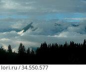 Berg, berge, gebirge, wolke, wiolken, wetter, meteorologie, nebel... Стоковое фото, фотограф Zoonar.com/Volker Rauch / easy Fotostock / Фотобанк Лори