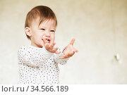 Portrait of a laughing baby girl in pajamas. Стоковое фото, фотограф Nataliia Zhekova / Фотобанк Лори