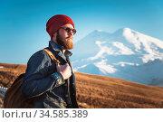 Portrait of a thoughtful stylish hipster with a beard in sunglasses... Стоковое фото, фотограф Zoonar.com/Ian Iankovskii / easy Fotostock / Фотобанк Лори