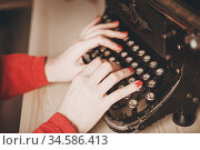 Secretary at old typewriter with telephone. Young woman using typewriter. Business concepts. Стоковое фото, фотограф Nataliia Zhekova / Фотобанк Лори
