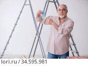 Old husband contractor in home renovation concept. Стоковое фото, фотограф Elnur / Фотобанк Лори