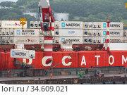 Crane unloaded container cargo ship Sevmorput Rosatomflot - Russian nuclear-powered icebreaker lighter aboard ship carrier (2019 год). Редакционное фото, фотограф А. А. Пирагис / Фотобанк Лори
