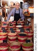Seller taking dried beans with scoop from basket. Стоковое фото, фотограф Яков Филимонов / Фотобанк Лори