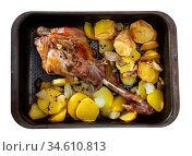 Baked lamb with potatoes in form for cooking, nobody. Стоковое фото, фотограф Яков Филимонов / Фотобанк Лори