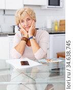 Woman is shocked by her expenses. Стоковое фото, фотограф Яков Филимонов / Фотобанк Лори