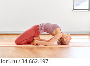 young woman doing fish pose at yoga studio. Стоковое фото, фотограф Syda Productions / Фотобанк Лори