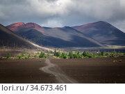 Slag cones of Plosky Tolbachik volcano. Редакционное фото, фотограф Вита Фортуна / Фотобанк Лори