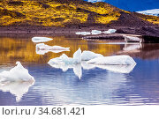 Summer in Iceland. The cold lake with splinters of ice floes formed... Стоковое фото, фотограф Zoonar.com/kavram / easy Fotostock / Фотобанк Лори