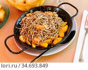 Elvers roasted with shrimps. Стоковое фото, фотограф Яков Филимонов / Фотобанк Лори