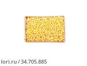 Ungekochte Hirse in Karton und auf weißem Hintergrund - Raw millet... Стоковое фото, фотограф Zoonar.com/lantapix / easy Fotostock / Фотобанк Лори