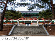 Hwanghwajeongryu pavilion in sudeoksa temple in yesan, south korea. Стоковое фото, фотограф Zoonar.com/Insung Choi / easy Fotostock / Фотобанк Лори
