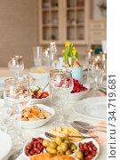 Beautifully decorated table with vegan menu on it. Стоковое фото, фотограф Zoonar.com/Oksana Shufrych / easy Fotostock / Фотобанк Лори