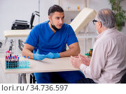 Old patient visiting young male doctor. Стоковое фото, фотограф Elnur / Фотобанк Лори