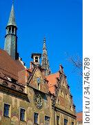 Ulmer Rathaus mit astronomischer Uhr und Seccomalerei an der Ostseite... Стоковое фото, фотограф Zoonar.com/Bernhard Kuh / easy Fotostock / Фотобанк Лори