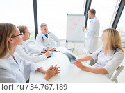 Team of doctors discuss mental health concept at presentation in clinical... Стоковое фото, фотограф Zoonar.com/Ivan Mikhaylov / easy Fotostock / Фотобанк Лори