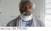 Senior man with face mask on his chin at home. Стоковое видео, агентство Wavebreak Media / Фотобанк Лори