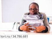 Black female employee unhappy with excessive work. Стоковое фото, фотограф Zoonar.com/Elnur Amikishiyev / easy Fotostock / Фотобанк Лори