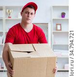 The post man delivering a parcel package. Стоковое фото, фотограф Elnur / Фотобанк Лори