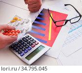 Finance analyst feeling sick due to bad results. Стоковое фото, фотограф Elnur / Фотобанк Лори