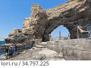 Арка мыса Большой Атлеш - главный символ Тарханкута, Крым. Редакционное фото, фотограф Николай Мухорин / Фотобанк Лори