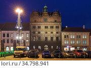 Ратуша в Пльзени в сумерках, Чехия (2019 год). Редакционное фото, фотограф Михаил Марковский / Фотобанк Лори