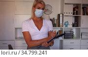 Businesswoman in face mask explaining business task in office. Стоковое видео, видеограф Яков Филимонов / Фотобанк Лори