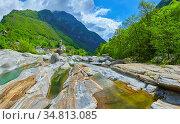 Berühmter Verzasca Fluss nahe Lavertezzo in der Schweiz. Стоковое фото, фотограф Zoonar.com/manfred2000 / easy Fotostock / Фотобанк Лори