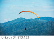 Paragliding in Altai mountains. Paragliders in fight in the mountains... Стоковое фото, фотограф Zoonar.com/Ruslan Olinchuk / easy Fotostock / Фотобанк Лори
