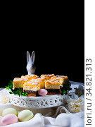 Delicious easter poppy seed cake with white glaze. Стоковое фото, фотограф Zoonar.com/Darius Dzinnik / easy Fotostock / Фотобанк Лори